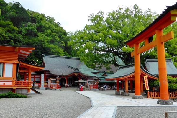 ศาลเจ้าคุมาโนะ นาชิ (Kumano Nachi Taisha: 熊野那智大社) @ www.calmtripguide.com