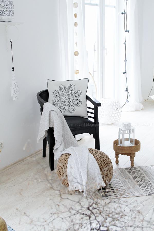 Deko-Donnerstag mit einem Wohnzimmer Update, Deko-Ideen, Inspirationen,Boho-Elemente,schwarz Weiß Holz Deko, Tine K Kissen, House Doctor Teppich