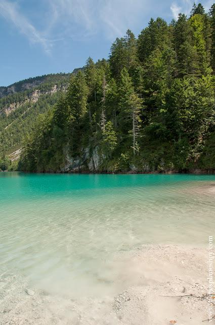 Lago turquesa Italia viaje senderismo facil