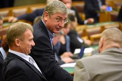 alaptörvény, alkotmánymódosítás, kvótareferendum, magyar ellenzéki pártok, Magyarország, Orbán-kormány