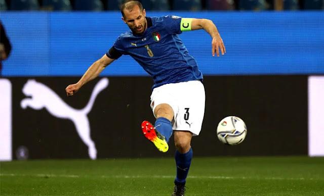Italy VS Spain match at KTN home Euro 2020 photo