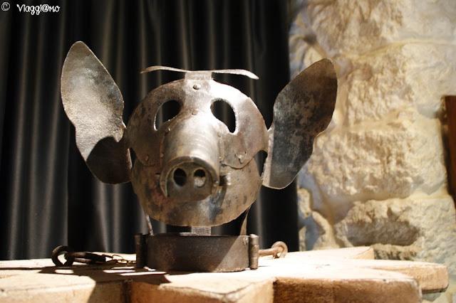 Uno dei 100 strumenti raccolti nel Museo della Tortura di San Marino