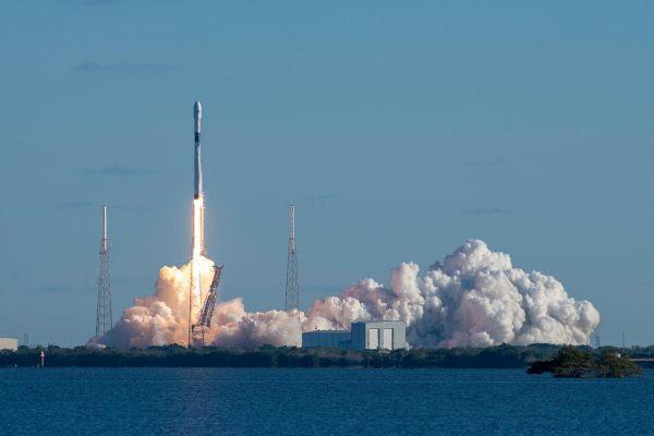 Lançamento do SpaceX Falcon 9 Starlink-12 poderá ser assistido no Kennedy Space Center neste domingo