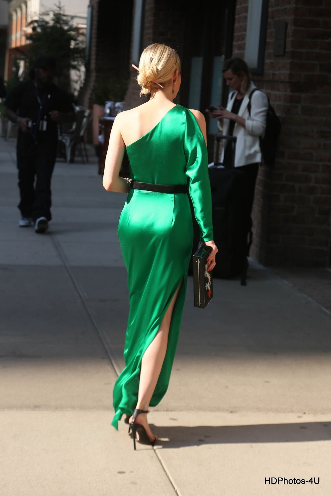 Full Hq Photos Of Emma Roberts In Green Dress At Met Gala 2015 In