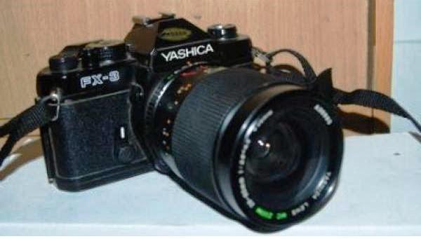 Yashica FX-3 tampak depan