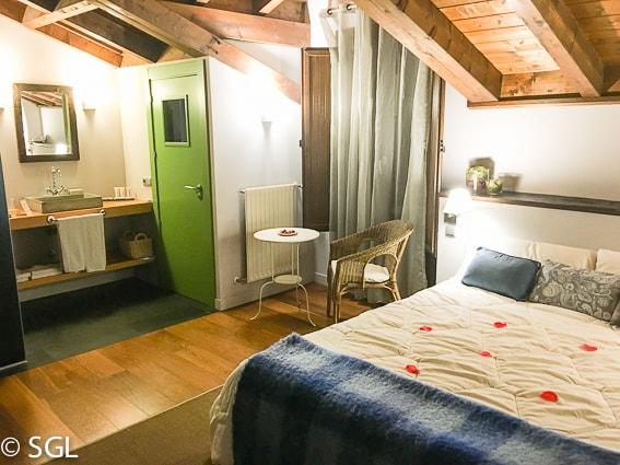 Habitacion Hotel rural con encanto en Navarra. Hotel Iribarnia