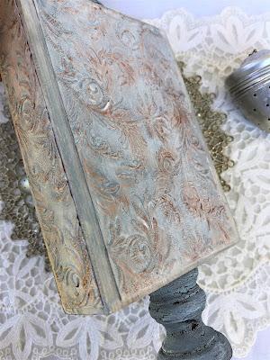 Sara Emily Barker https://sarascloset1.blogspot.com/2019/04/trashy-love-story-vignette-for-frilly.html Vignette Box Tutorial Tim Holtz 3D Embossing Seth Apter Baked Velvet 5