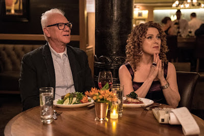 Malcolm McDowell and Bernadette Peters in Mozart in the Jungle Season 3 (11)