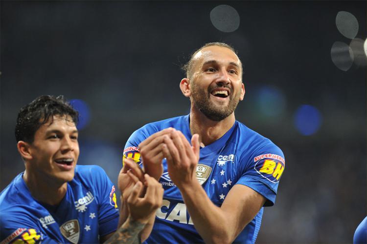 c7b0e4ea83577 Atacante Hernán Barcos dedicou gol marcado pelo Cruzeiro ao filho  recém-nascido Gael