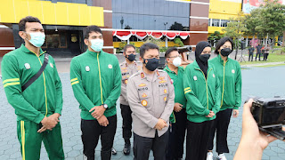 Kapolda Jatim Melepas Kontingen Voli PON XX 2021 Papua