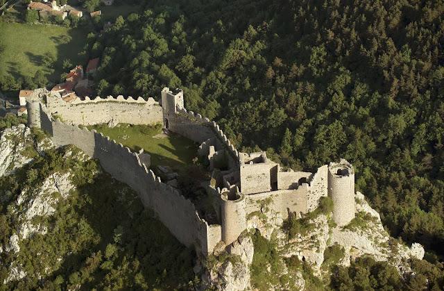 Castillo cátaro de Puilaurens en Francia