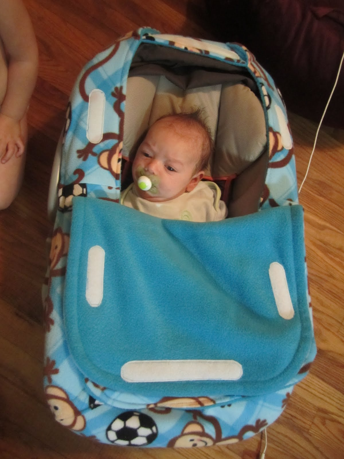 873293a98fcd Mommy s Making a Mess  Car Seat Cover!