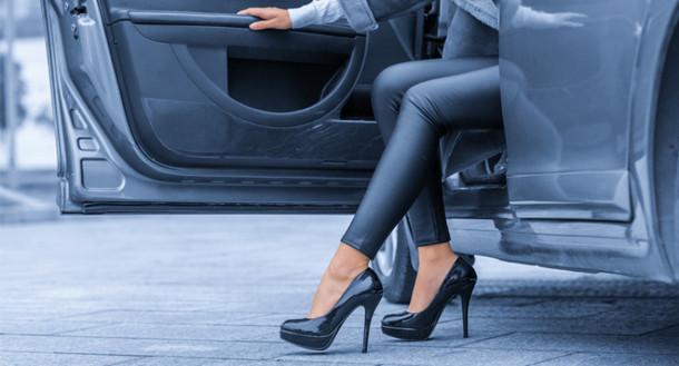 في هذا البلد العربي النساء ممنوعة من ارتداء الكعب العالي وهذا هو السبب