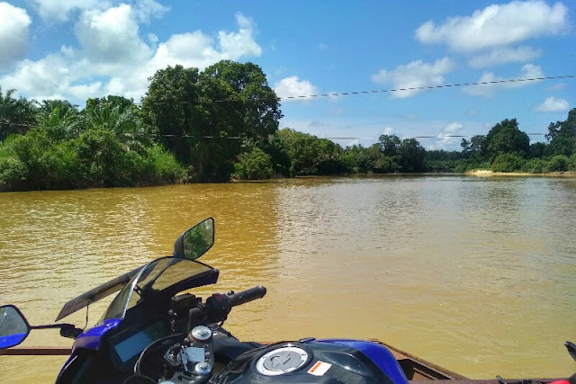 Touring menyeberang sungai Kampar