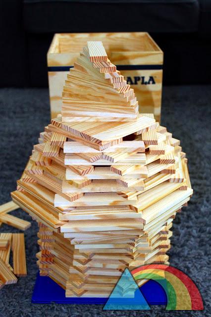 Ejemplo de construcción con piezas de madera Kapla
