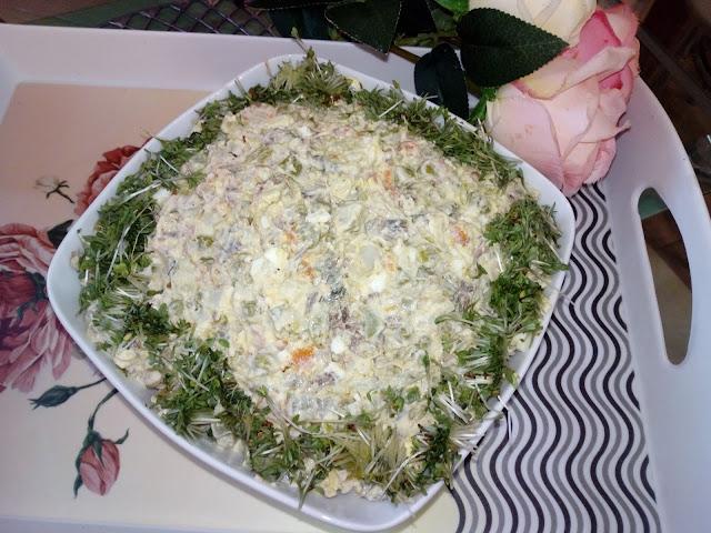 salatka jarzynowa z miesem z rosolu i rzezucha salatka rosolowa salatka jarzynowa z kurczakiem salatka wielkanocna salatka swiateczna tresciwa salatka salatka do pracy