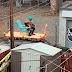 VIDÉO - Un chanteur sur le toit d'une voiture à Montréal!