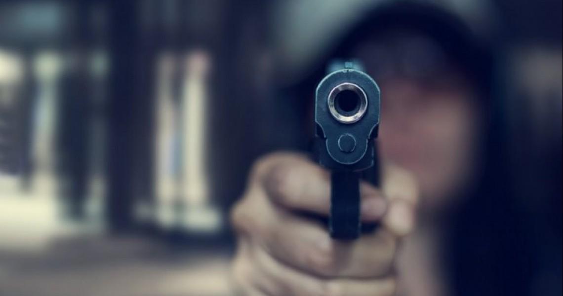 Στιγμές τρόμου! Ληστές έβαλαν το όπλο στην κοιλιά εγκύου και την απείλησαν να την πυροβολήσουν (βίντεο)