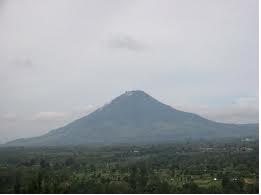 Gunung Sinabung di Kabupaten Karo Masih Erupsi