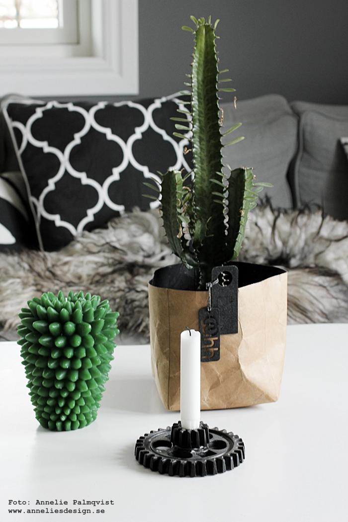 vardagsrum, vardagsrummet, kaktus ljus, stearinljus, Oohh kruka, krukor, ljusstake house doctor, soffbord, fårskinn, webbutik, webbutiker, webshop, inredning, inrednignsdetaljer, annelies design