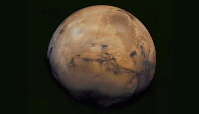 Para Ilmuwan Menemukan Deposit Es Besar di Mars