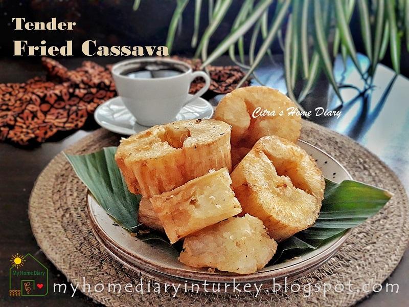 How to make Indonesian tender fried cassava / Singkong goreng empuk dan gurih | Çitra's Home Diary. #cassavarecipe #yucarecipe #Indonesianfoodrecipe #jajanpasar #singkonggorengempuk #endonezyatarifi #yuca #manyok #foodphotographycassava