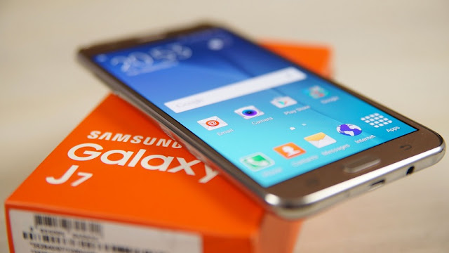thay-man-hinh-Samsung-Galaxy-J7-Plus-tai-maxmobile