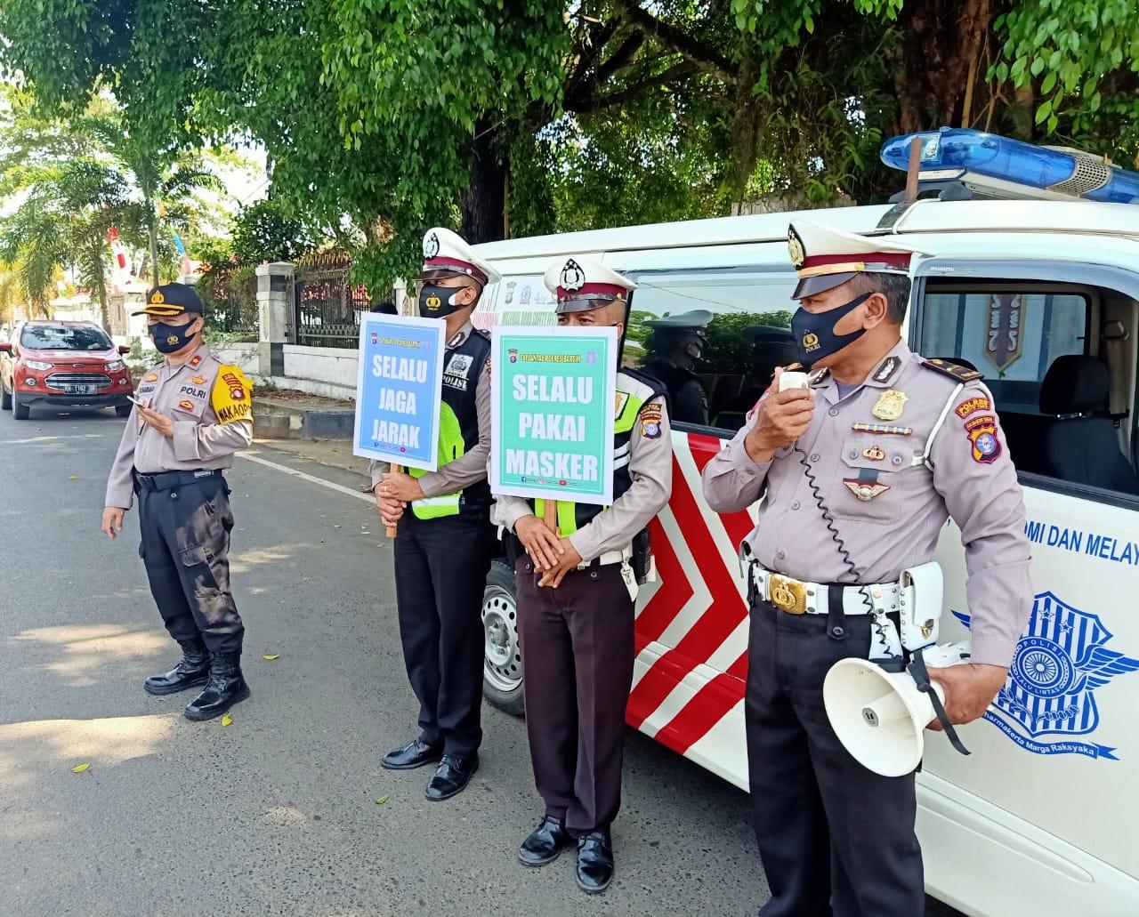 Kampanyekan Kalteng Bermasker, Wakapolres Bartim Pimpin Langsung Pendisiplinan Warga