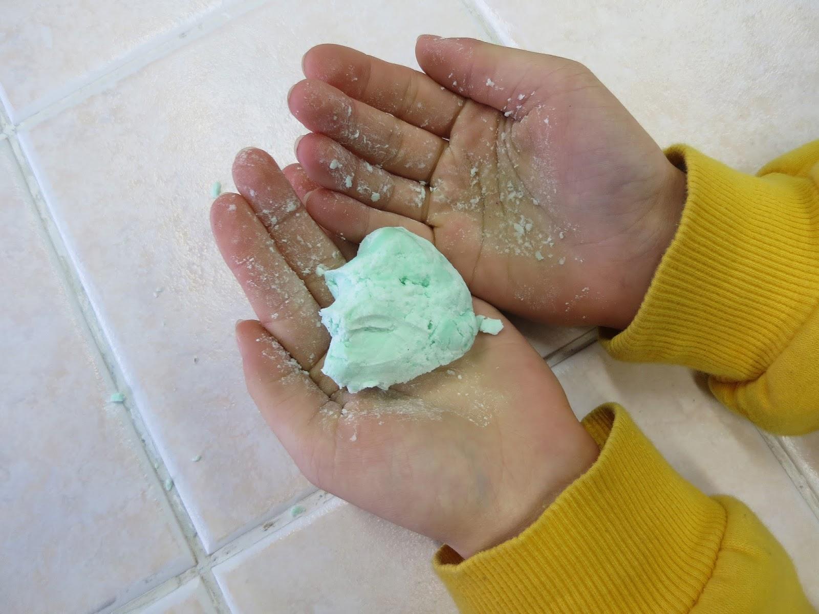 Slime - ciastolina z płynu do naczyń i mąki ziemniaczanej