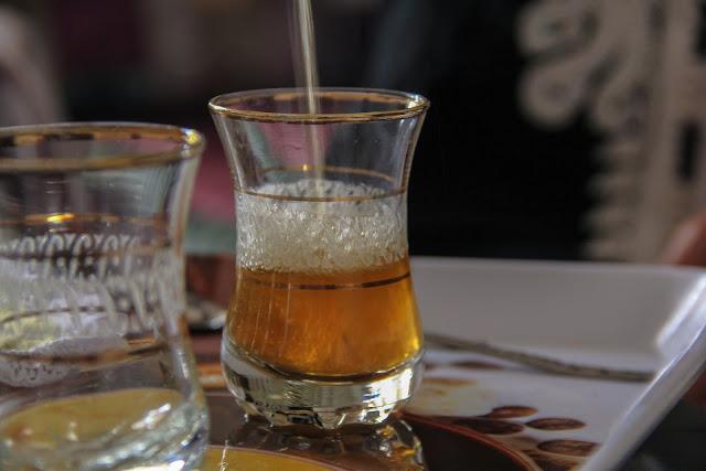 Préparation d'un Thé Marocain