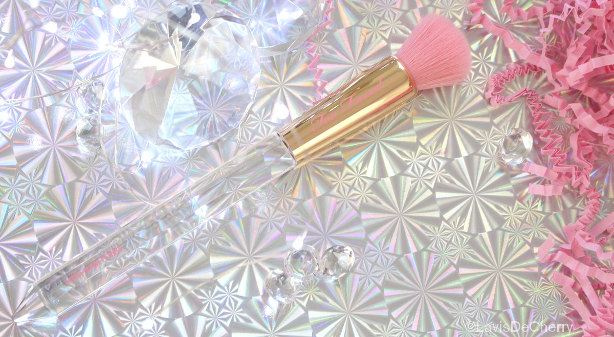 too-faced-pinceau-illuminateur-highlighter-diamond-light-pretty-rich-collection