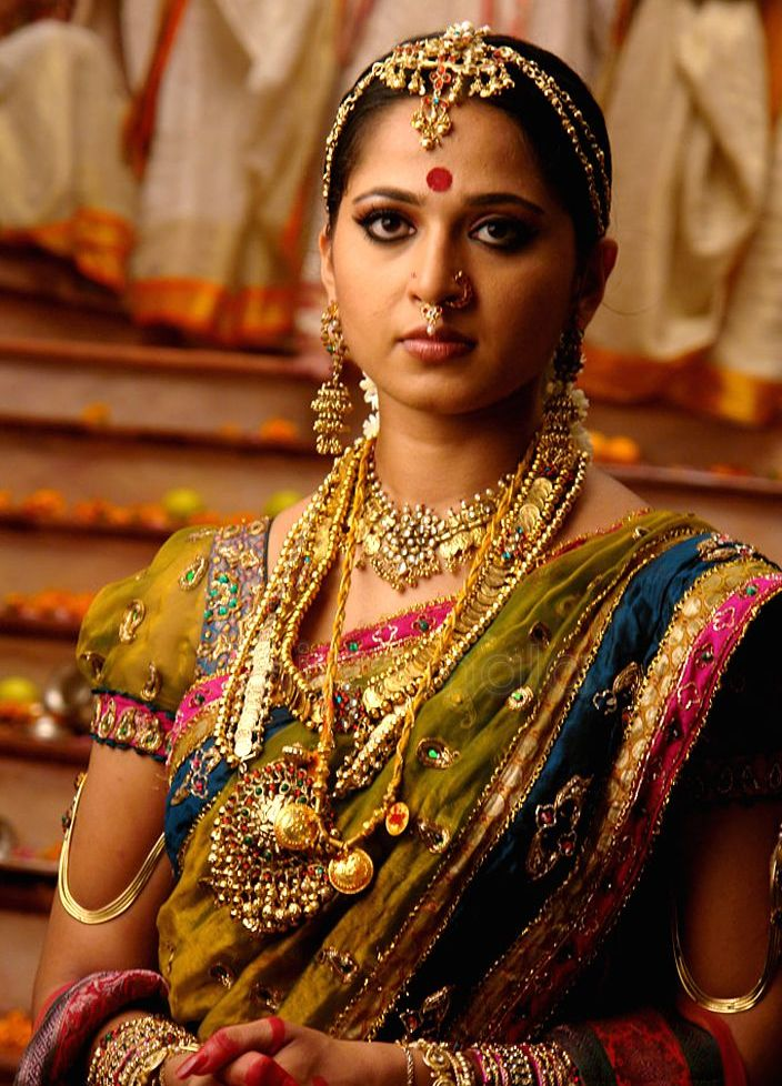 A Hindu woman with a red bindi.