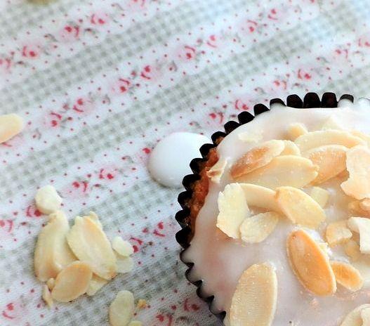 Lemon Amaretto Cupcakes