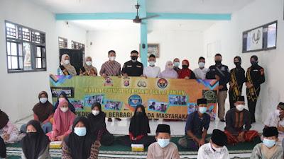 Bidhumas Polda Banten Bagikan Sembako di Yayasan Nurul Islam
