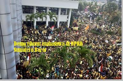 Demo ribuan mahasiswa berbagai universita di Sumatera Barat - pustakapengetahuan.com