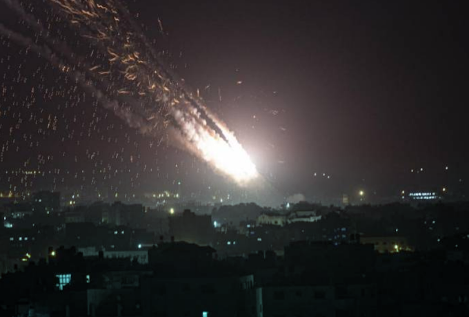 Bombe su Gaza e a Tel Aviv: almeno 28 morti palestinesi, 3 israeliani