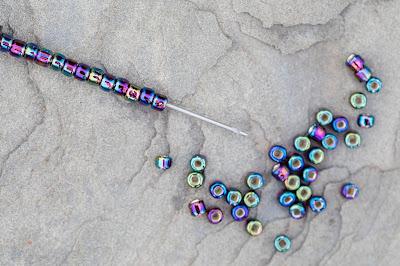 Beaded needles and travel beading kits