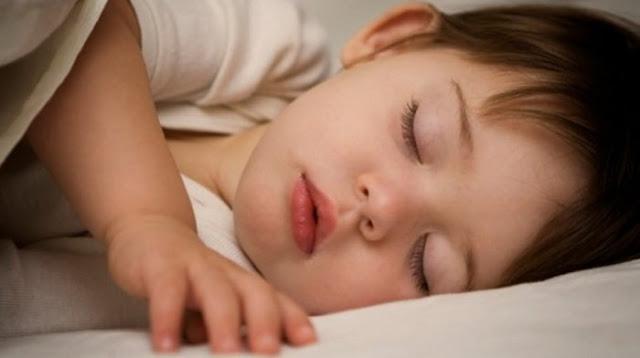 اسباب ارتفاع درجة حرارة وسخونة اليدين أو القدمين عند الاطفال