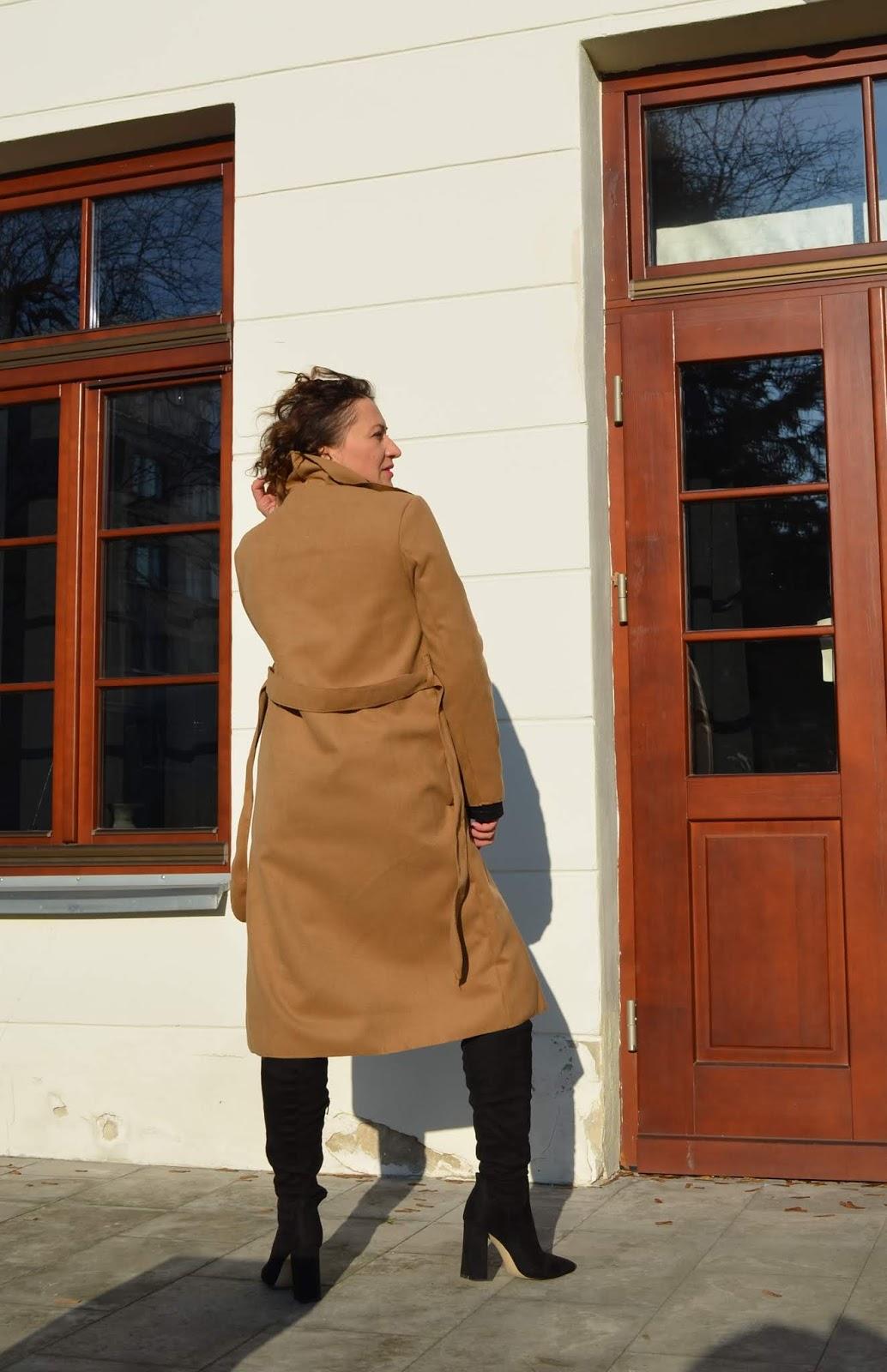 www.Adriana-Style.com, Blog modowy, Femme Luxe Finery Camel coat, @adrianastyle_stylist, Camelowy Płaszcz, Femme Luxe Finery Camel Coat, Femme Luxe Gal, Stylizacja na co dzień, Beżowy Płaszcz, Kozaki za kolano Reserved