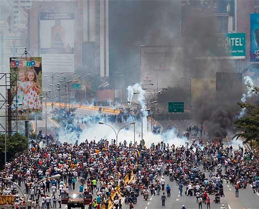 Así fue la represión contra la movilización opositora de este lunes #10Abr (+Fotos)