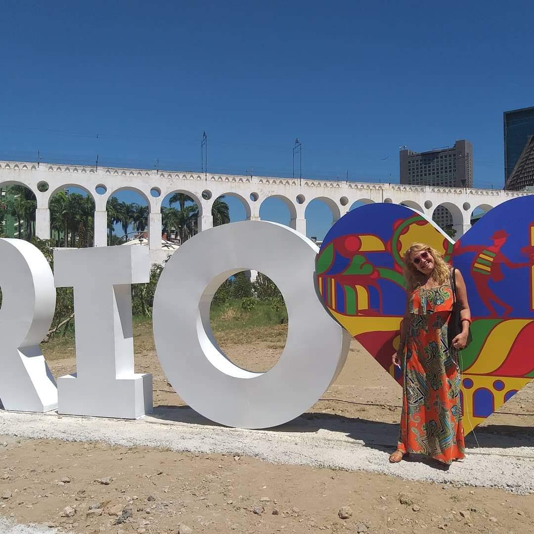 Olívia Garimpando Por Aí marcando presença na inauguração do mobiliário RioAmaLapa