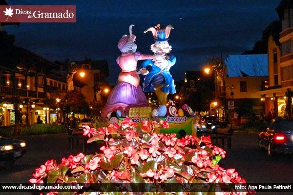 Conde Guloseima e Condessa Doçura dançam na noite tranquila de Gramado