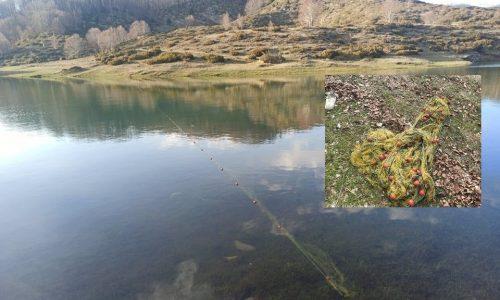 Το ψάρεμα απαγορεύεται.. Οι μετακινήσεις γίνονται με κανόνες… Τίποτα όμως απ' αυτά δεν εμπόδισε κάποιους να απλώσουν δίχτυα στην λίμνη των Πηγών Αώου.