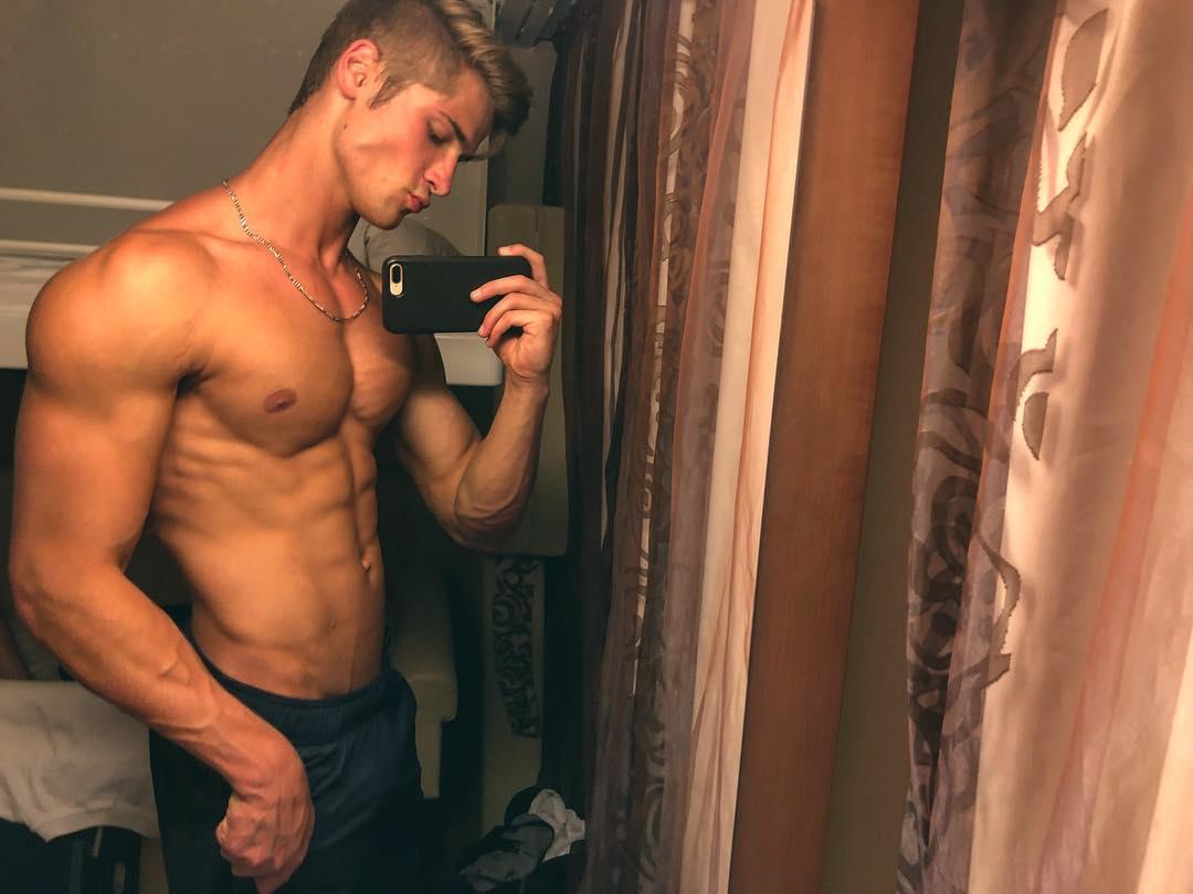straight-baited-cute-fit-shirtless-bad-boys-selfies