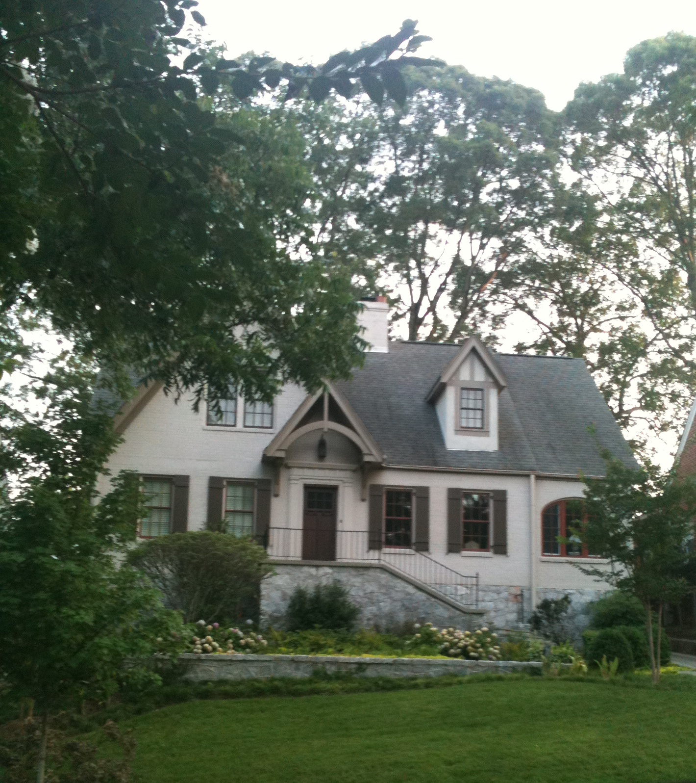 What Color Do I Paint My House: Pretty Old Houses: House Colors: Painted Brick With Dark Trim