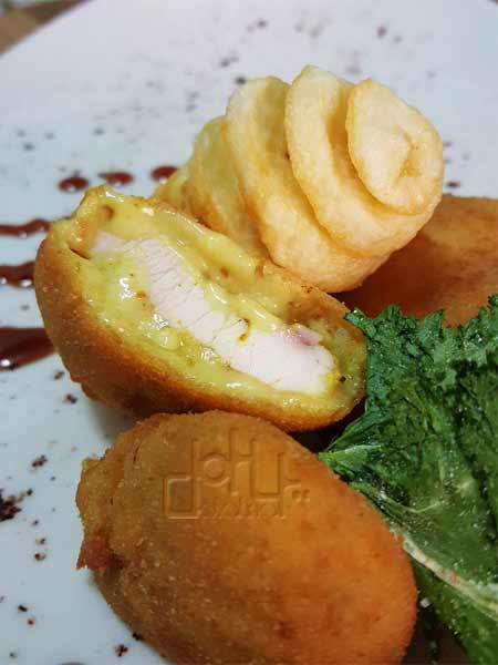 Receta de pollo villaroy con bechamel de queso y cúrcuma