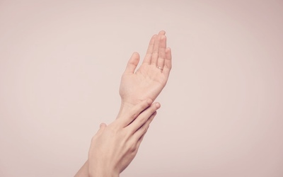 ترطيب اليدين والبشرة طبيعيا في البيت