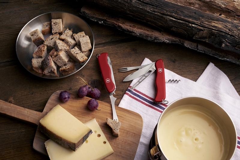 Victorinox'tan fondü çatallı Cheese Master Çakı
