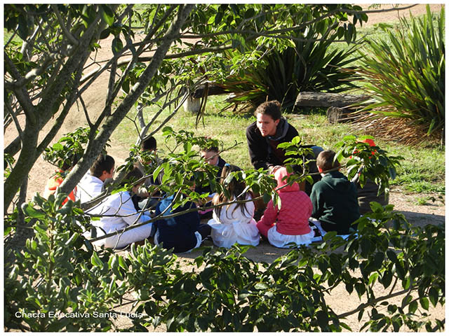 Niños en ronda - Chacra Educativa Sta. Lucía