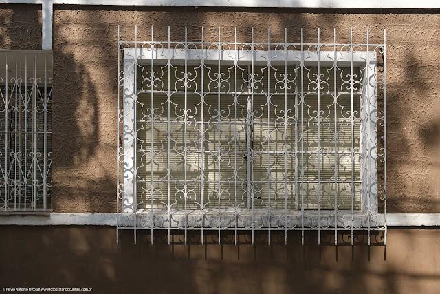 Solar na Rua Francisco Torres - detalhe da grade na janeta